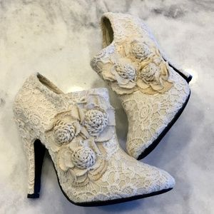 Dolce by Mojo Moxy white lace booties